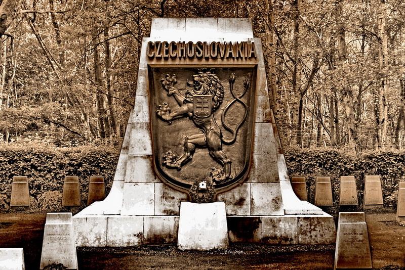 Pomnik_padlym_cechoslovakum_v_Bitve_o_Britanii-700czk.jpg